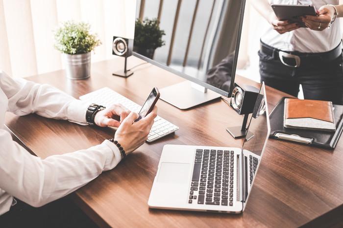 ビジネスメールでの質問の書き方の注意点と例文