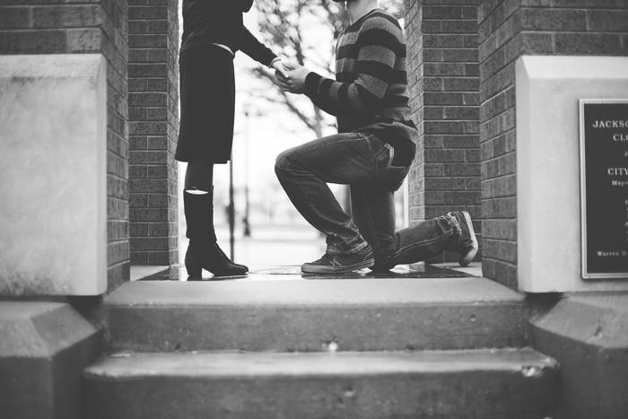初めての彼女と上手に付き合う方法|結婚/別れ/不安