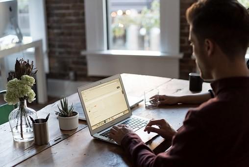 技術営業の特徴|仕事内容/適性/年収/休み/離職率・志望動機の例