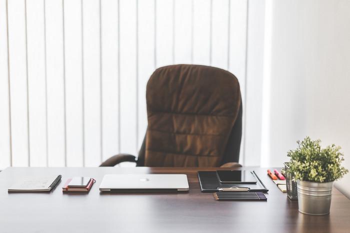 テーブル・机の数え方の単位と椅子との違い|卓/脚/席