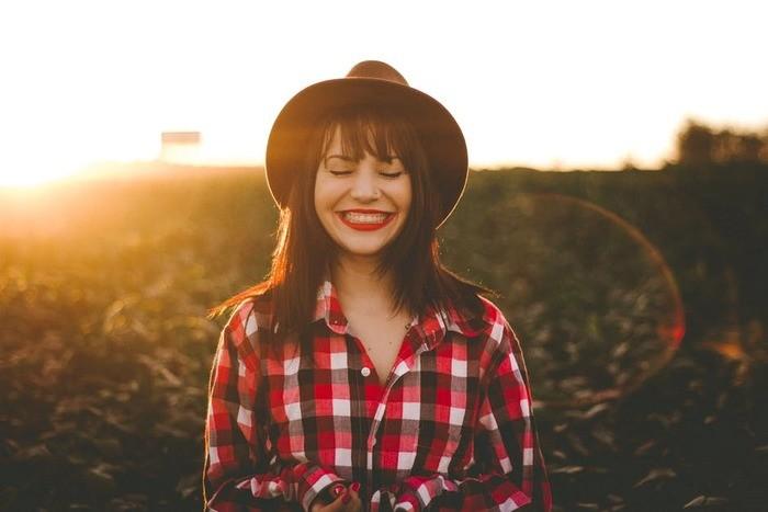 口が小さい人の笑顔の特徴10コと作り方・メイク方法|美人/悩み
