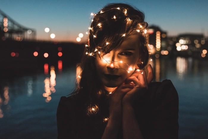 恋人じゃない人との関係別心理・夢の意味|性行為/デート/キス