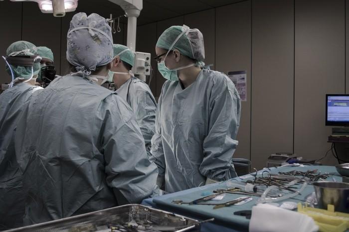 看護師の仕事の種類と給料・資格や手当の種類|診療科/職場
