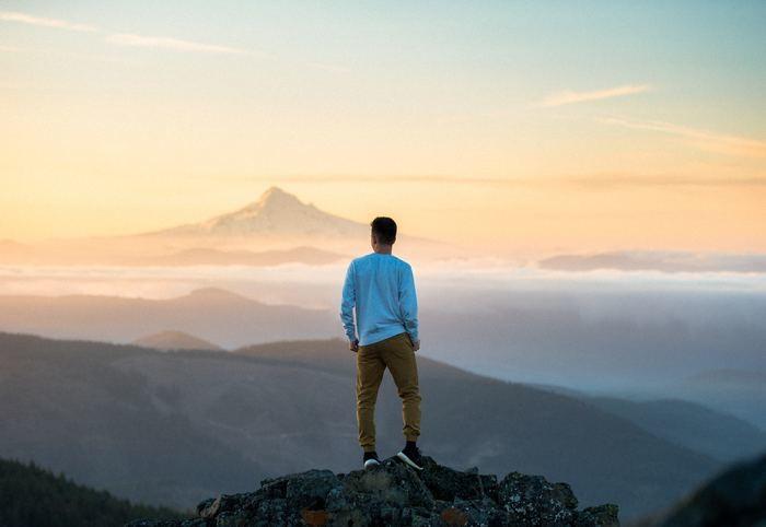 山登りの夢占いの意味と心理|一人/下山/好きな人/富士山/彼氏