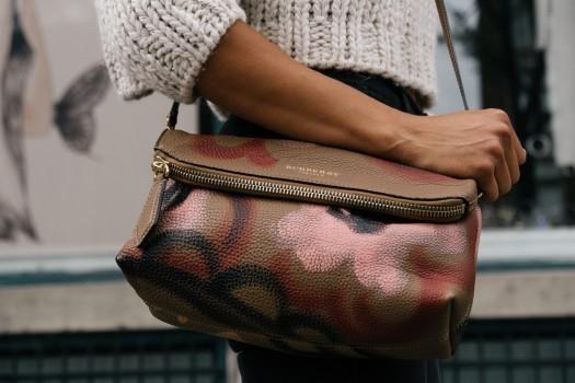 就活面接時に使用する女性の鞄の選び方3つを解説|おすすめの色は?