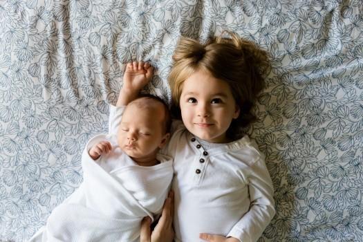 新生児に授乳するメリットとは?新生児でもできる主な授乳方法6つと注意点を紹介