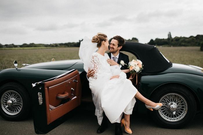 結婚式の前撮りのおすすめの服装・ポーズ・アイテム・費用