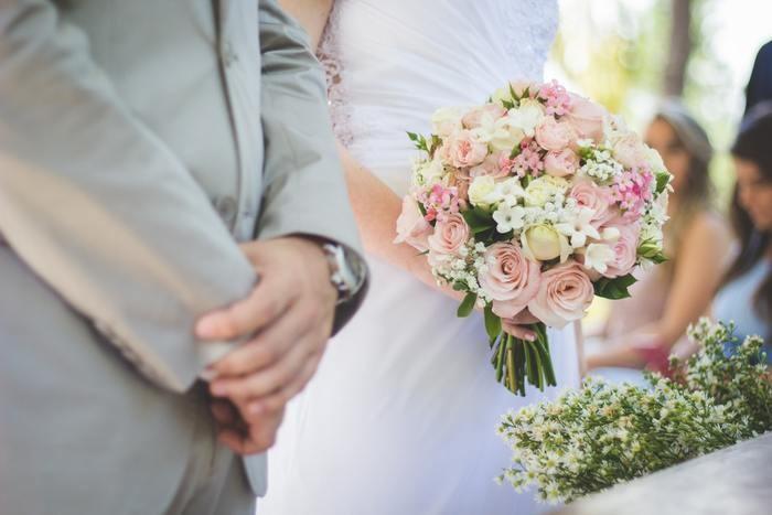 【年齢別】女性の結婚式での服装マナー|パンツ/スーツ